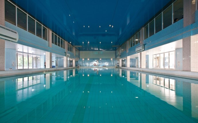 Крытый бассейн. «Знание», санаторно-курортный комплекс. Центр