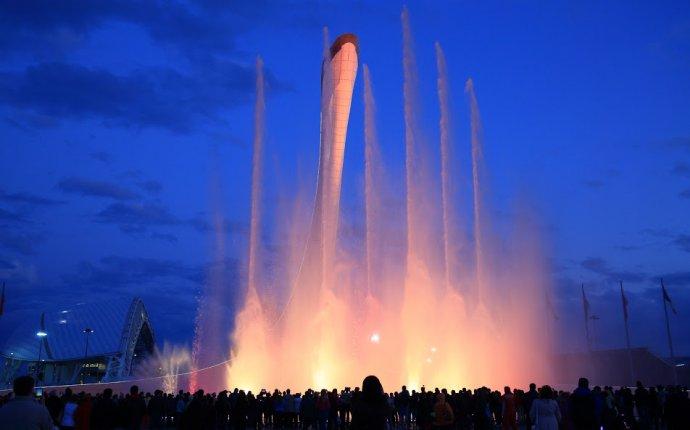 Поющие фонтаны в Олимпийском парке Сочи